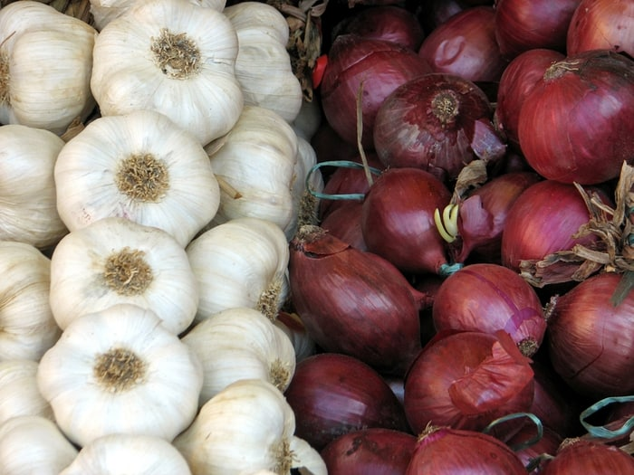 Healthy reasons to eat garlic and onions | Enlightened Eater