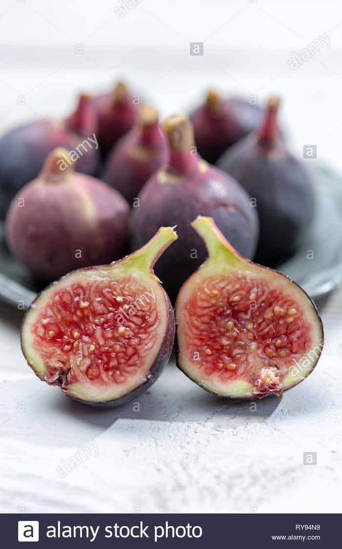 Fresh ripe organic figs fruits ready to eat close up Stock Photo - Alamy