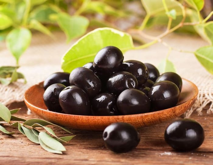 10 reasons why you MUST eat BLACK OLIVES